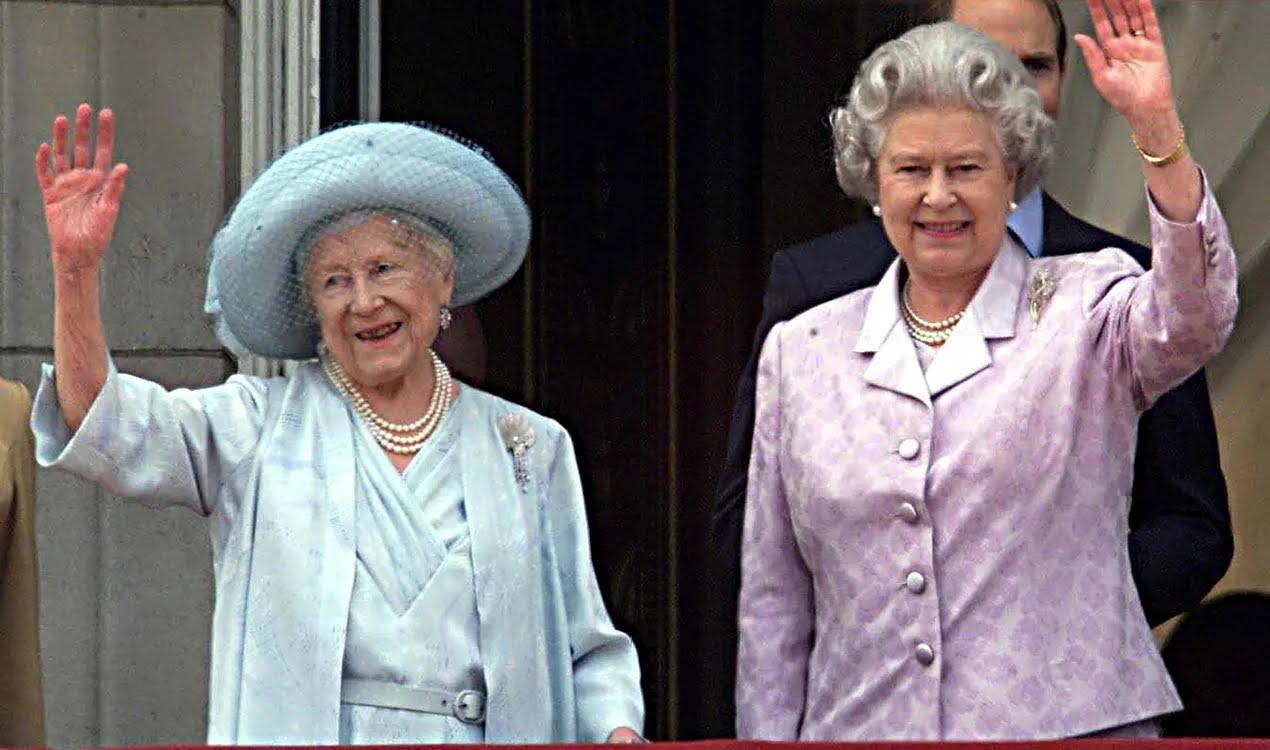 Королева Єлизавета II зі своєю матір'ю, у день її сторіччя