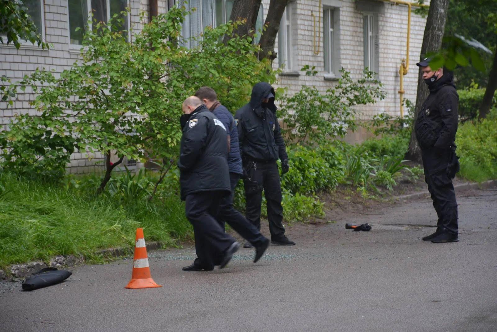 Полиция на месте стрельбы в Броварах