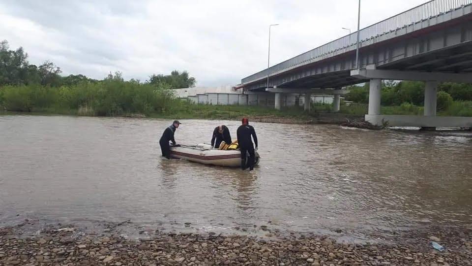 Рятувальники шукають зниклого чоловіка на Івано-Франківщині.