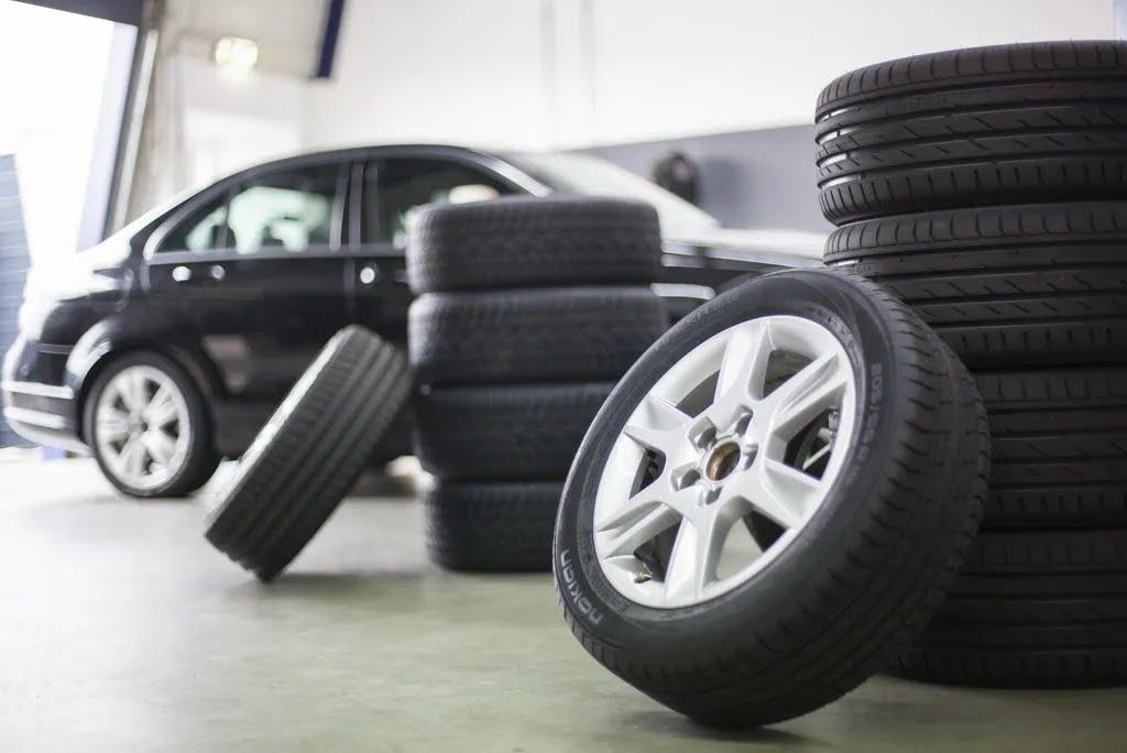 Неравномерный износ одной из шин свидетельствует о проблемах с ходовой