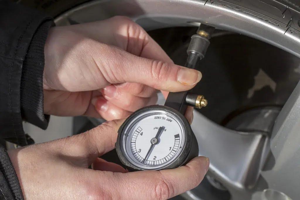 Регулярно проверяйте давление в шинах
