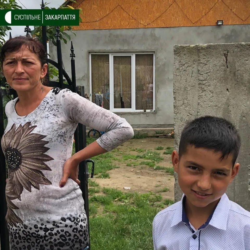 Мальчик по имени Янукович ходит в 4-й класса и любит играть в футбол