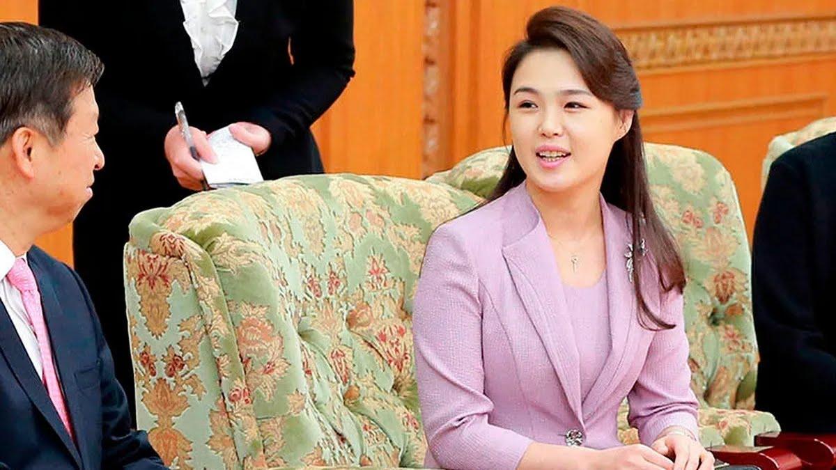 Предположительно, Ли Соль Чжу стала женой лидера КНДР в 2009 году