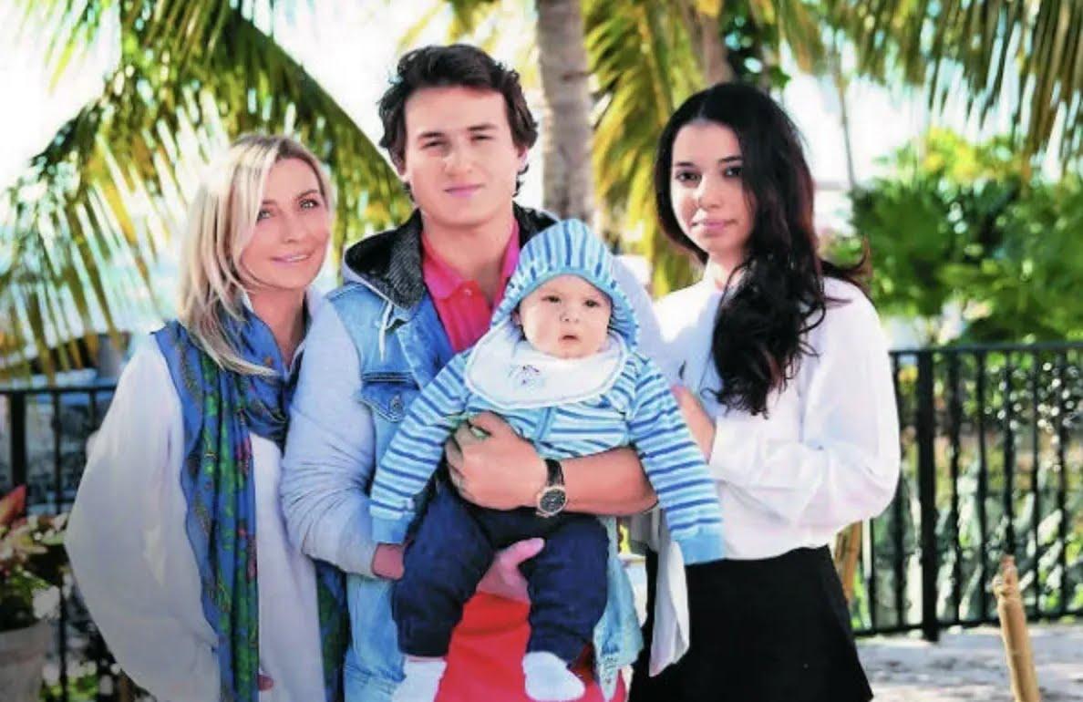 Татьяна Овсиенко с сыном Игорем, невесткой и внуком