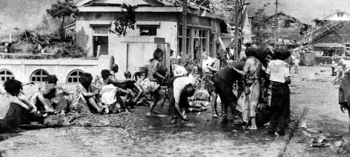 Жители Хиросимы после бомбардировки, 11 утра 6 августа 1945 года