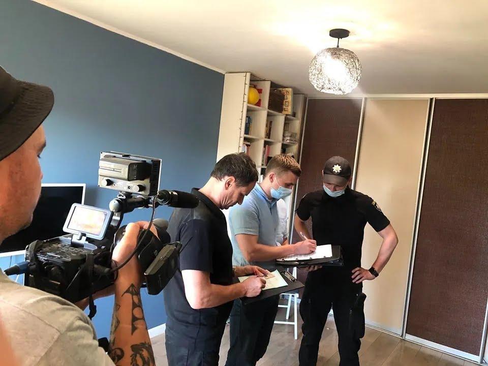 Полиция в квартире журналиста Ткача