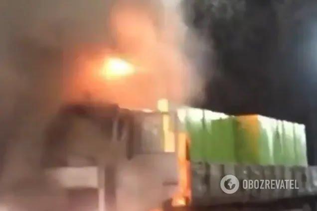 В Киеве во время движения загорелся грузовик