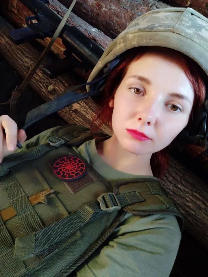 Аня после школы отправилась на Донбасс