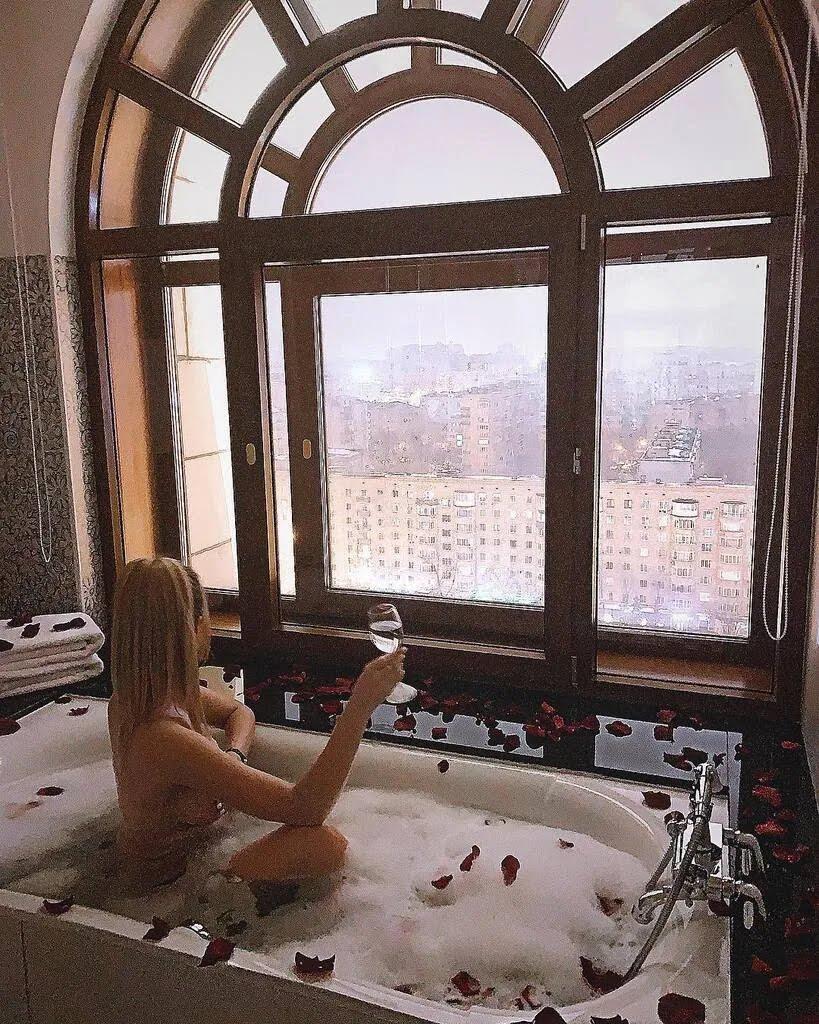 Наталья Болюх полностью голая