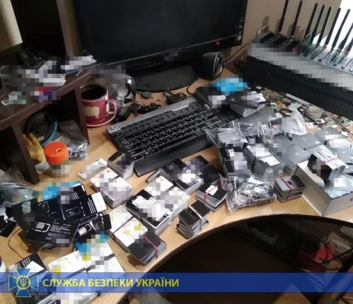"""У Києві накрили проросійську """"ботоферму"""""""