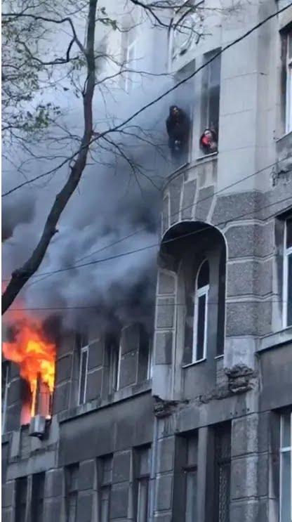 В Одессе горел колледж: жуткие кадры