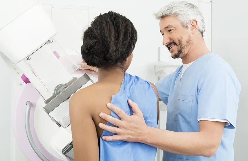 Жінкам старше 40 років рекомендується проходити мамографію щорічно