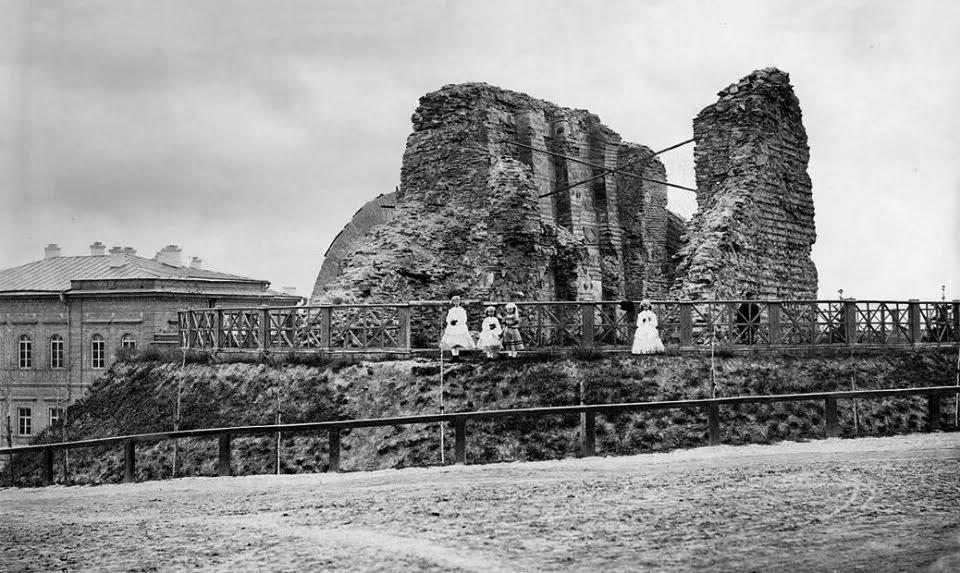 Руины Золотых ворот в 1890-м году