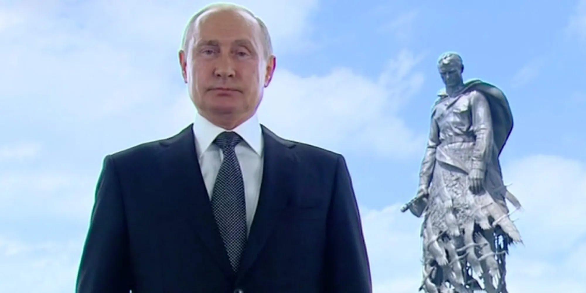 Путін звернувся до росіян на тлі монумента