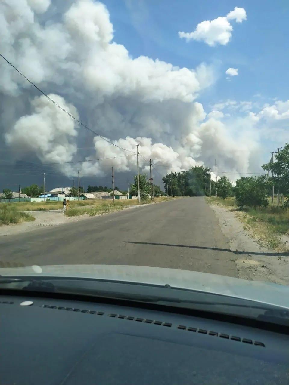 Огонь вплотную подошел к поселкам Волчье и Смоляниново
