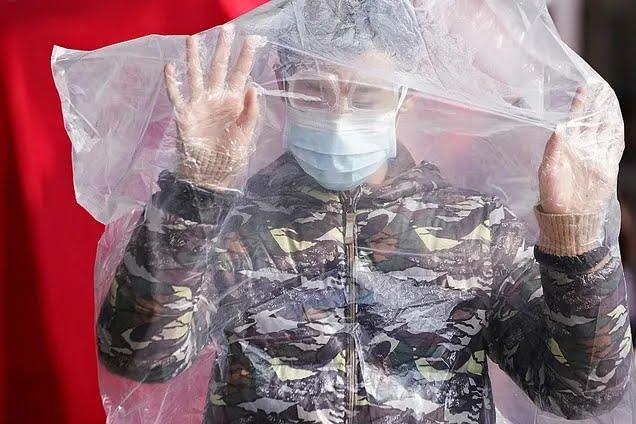 В РФ продают заговоренную воду от коронавируса