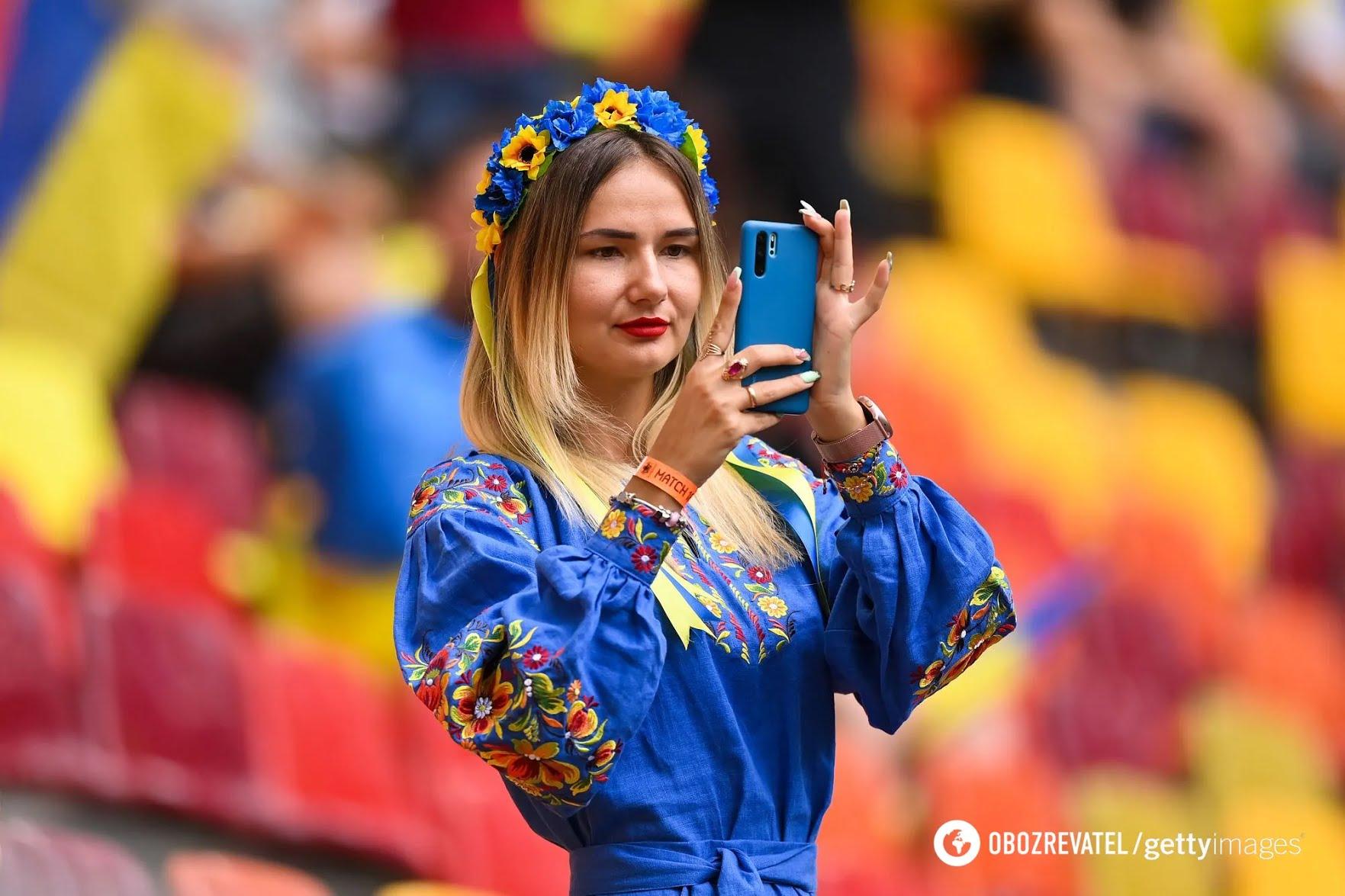 Українська вболівальниця на матчі в Бухаресті
